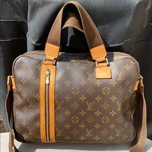 Authentic Louise Vuitton Bosphore Monogram Canvas